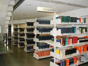 800px-Library-shelves-bibliographies-Graz