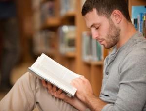homem-leitura-sozinho-quieto-quietude-introversao-1339013137664_615x470