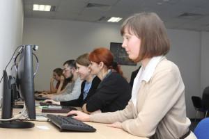 В УрГЭУ студенты сдают экзамены на компьютерах