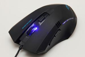 Одна из самых бюджетных игровых мышей под названием UFT M7